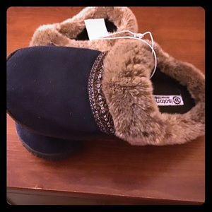 Isotoner Medium Women's Slippers